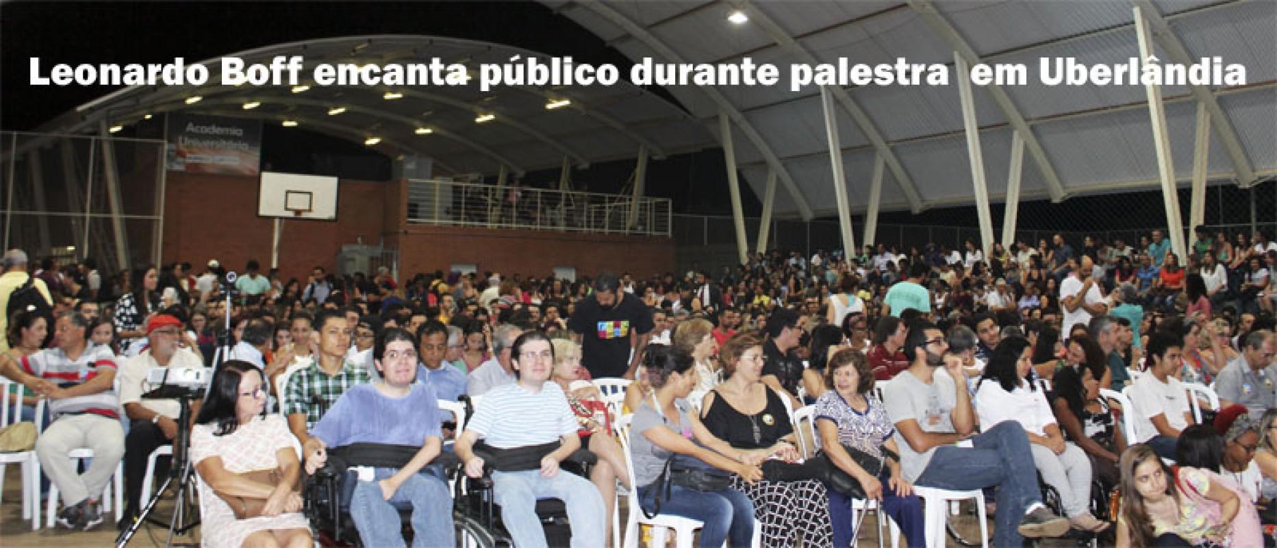 Leonardo Boff encanta público durante palestra  em Uberlândia