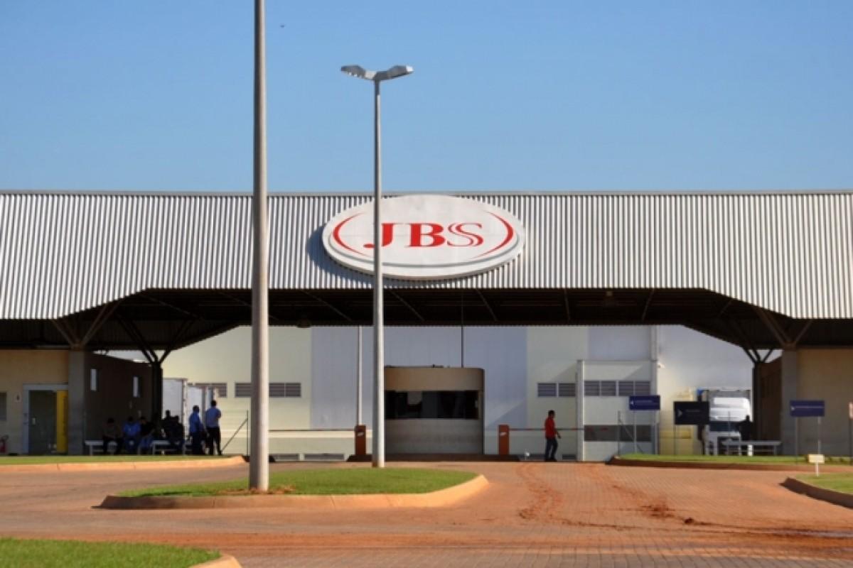 JBS alega insegurança jurídica e divulga paralisação de sete frigoríficos