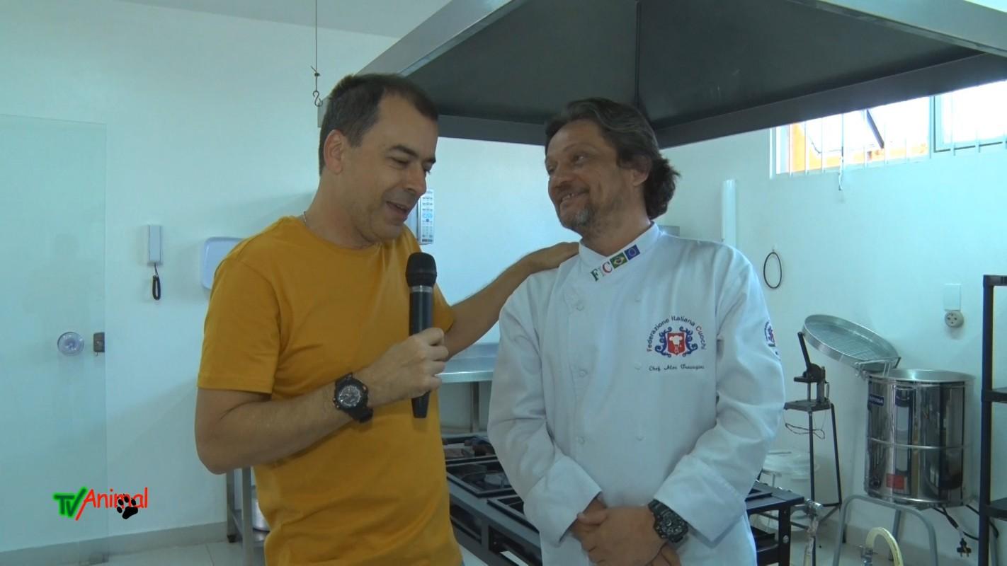 J Júnior entrevista o chef alex, um conceituado e renomado chef de cozinha que agora administra sua própria cozinha no dk foods