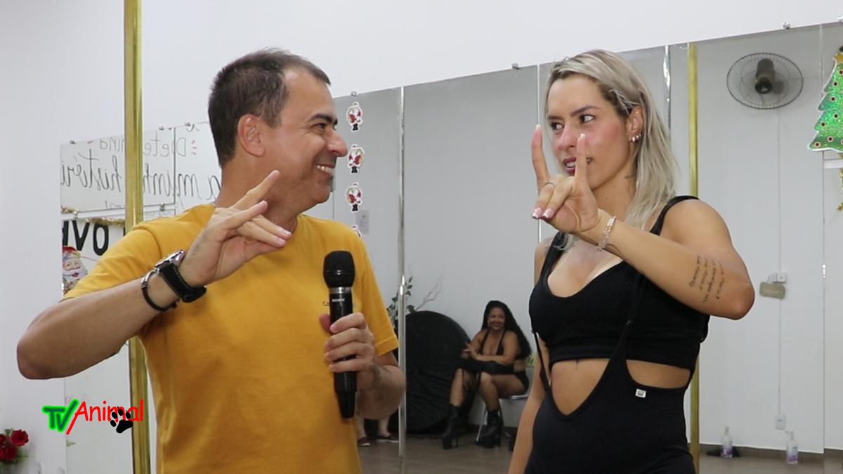 J JÚNIOR ENTREVISTA A PROFESSORA DE POLE DANCE JANICE MAIER