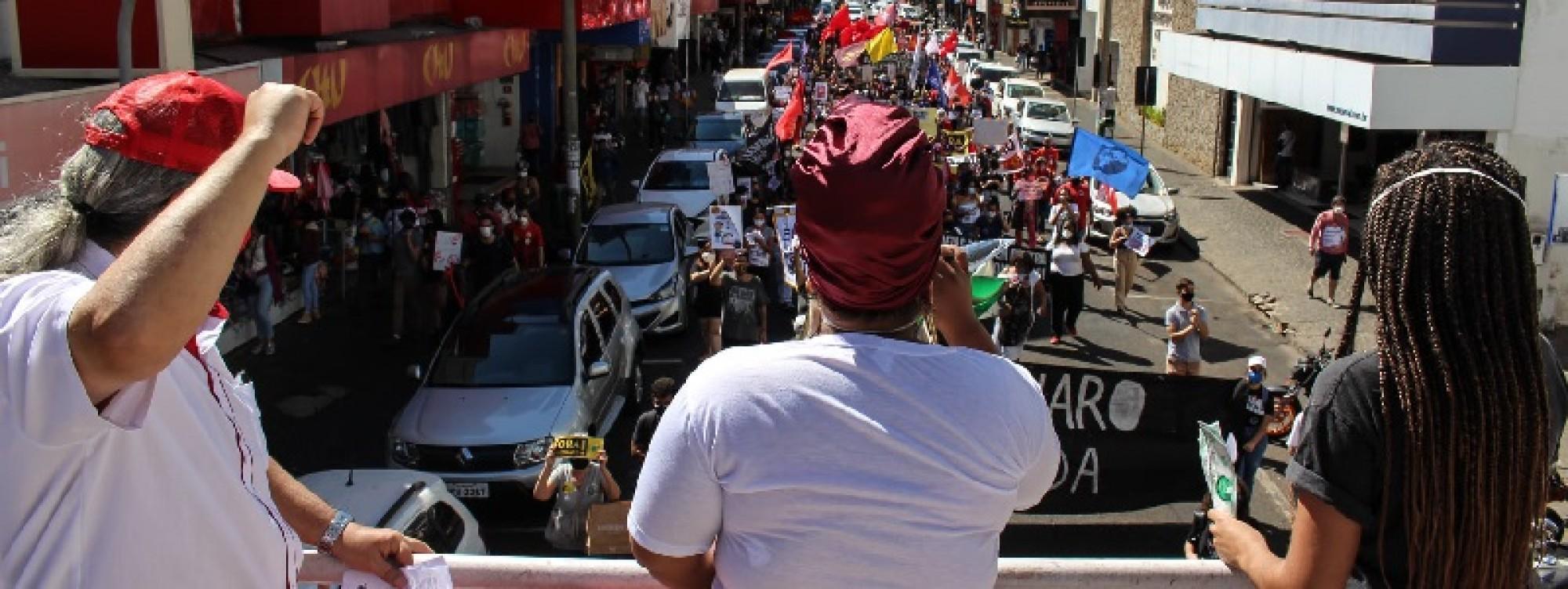 ADUFU participa de ato pelo Fora Bolsonaro