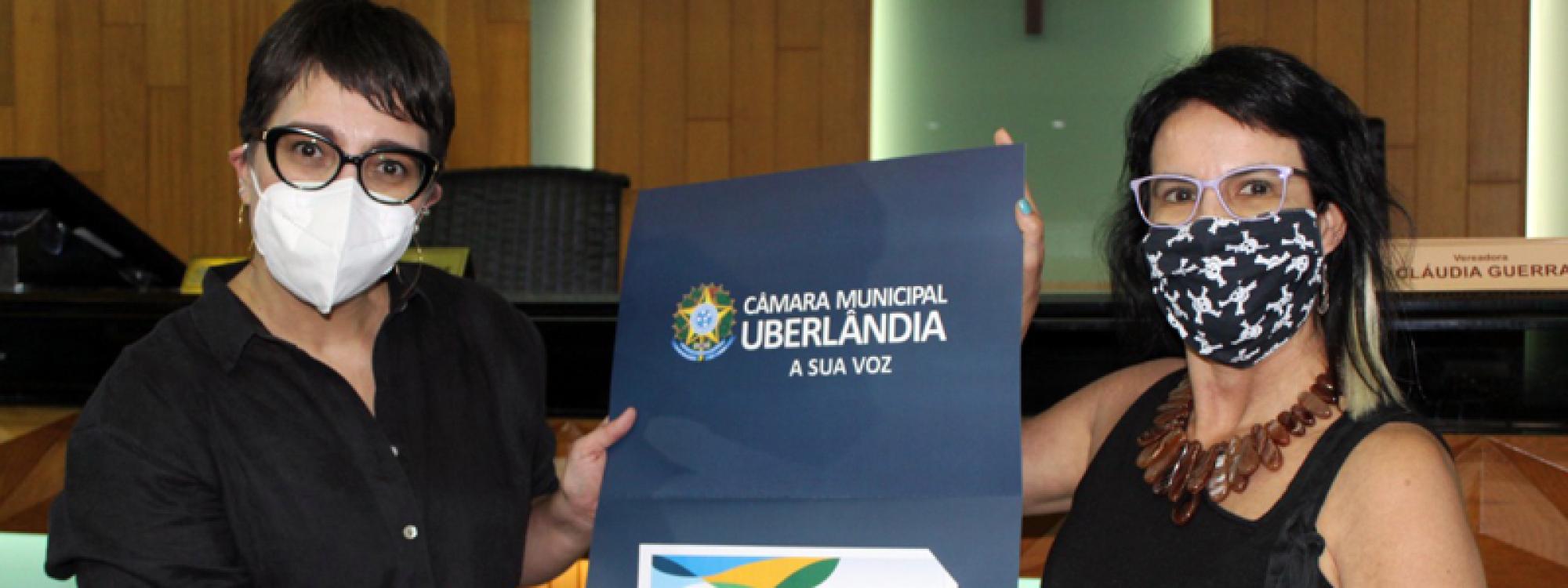 Médica e professora da UFU, Helena Paro, é homenageada com Comenda Augusto César